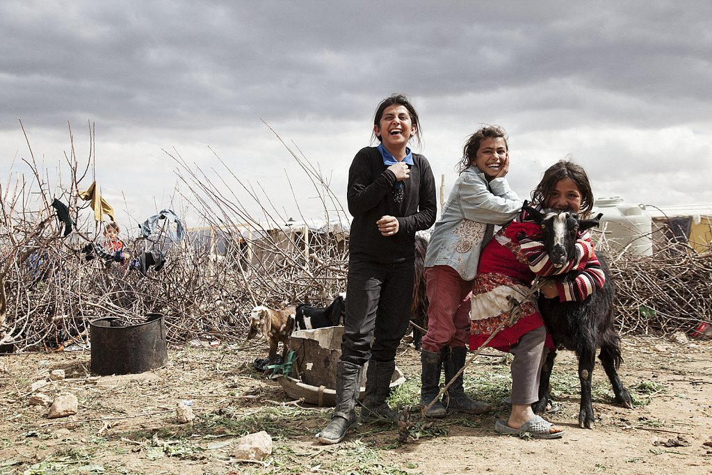 Syrian sisters in no man´s land (Lebanon-Syrian borders)
